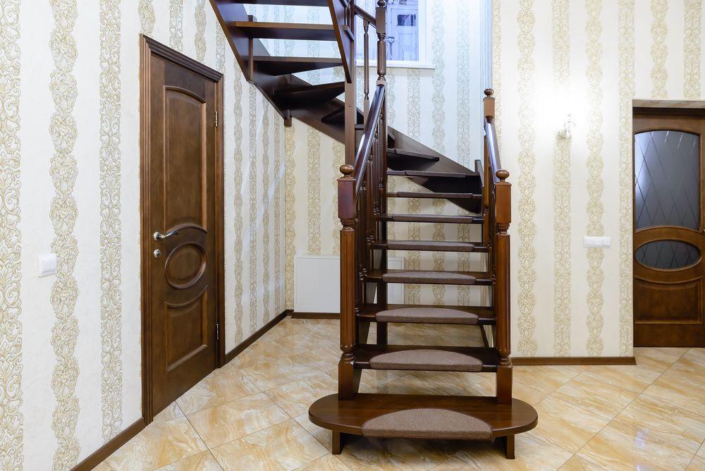 Деревянная лестница из массива бука