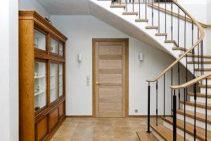 Межкомнатные двери из массива дуба для дома