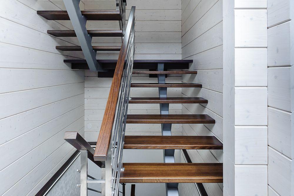 Лестница в стиле лофт с площадкой