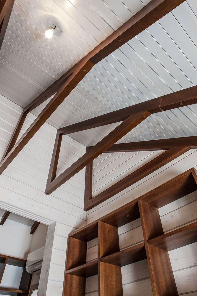 Оформление потолка декоративными балками