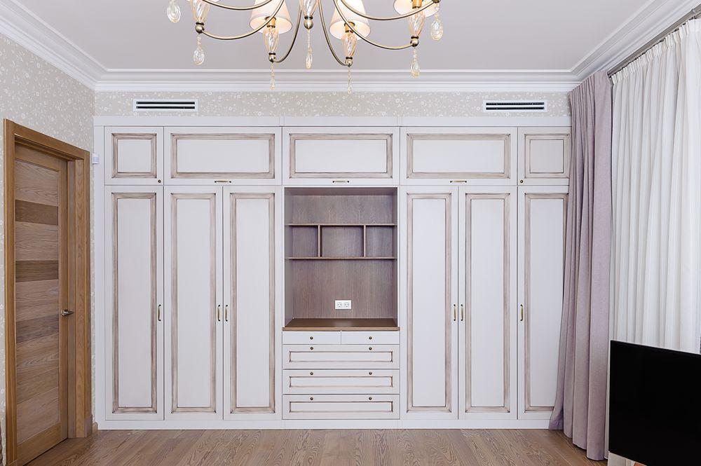 Встроенный шкаф с патинированием