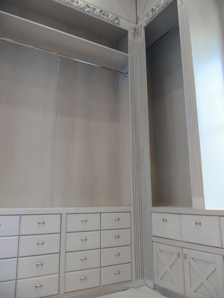 Гардеробная в квартире с кессонными потолками