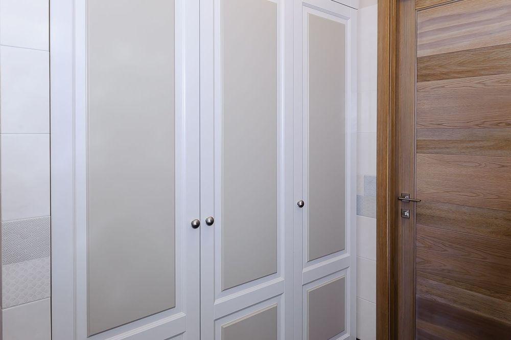Встроенный шкафвванной комнате