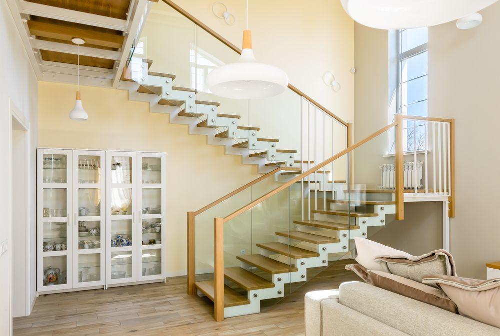 Лестница на металлическом каркасе с двумя площадками