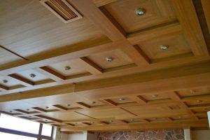 Кессонный потолок из шпона дуба