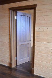 Двери из дуба для загородного дома