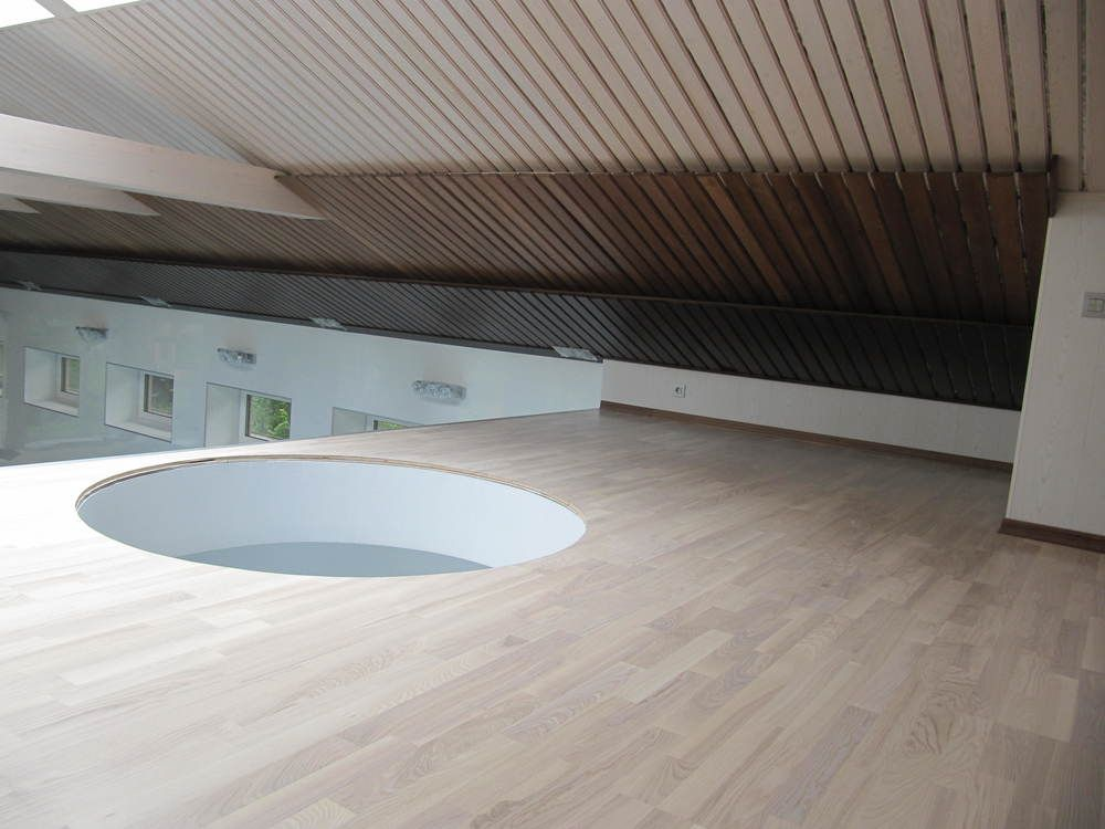Потолок в бассейне