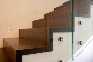 Отделка бетонной П-образной лестницы деревом