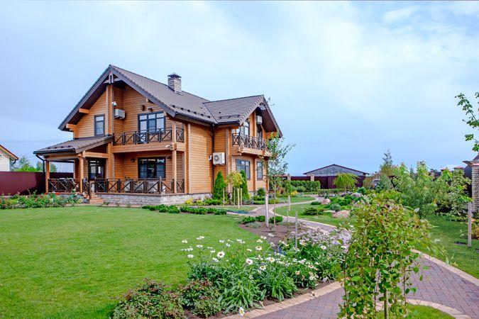 Деревянный дом для семьи