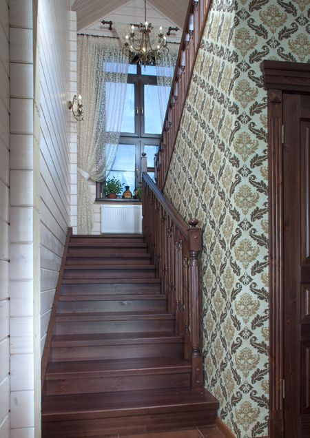 П-образная лестница из массива сосны и лиственницы