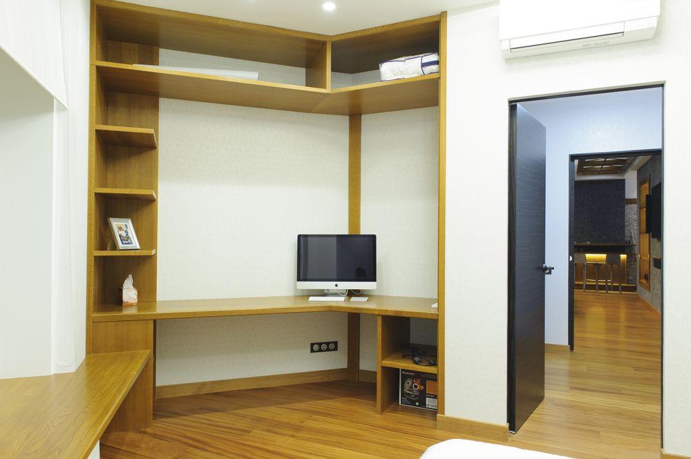 Современная квартира с бильярдной