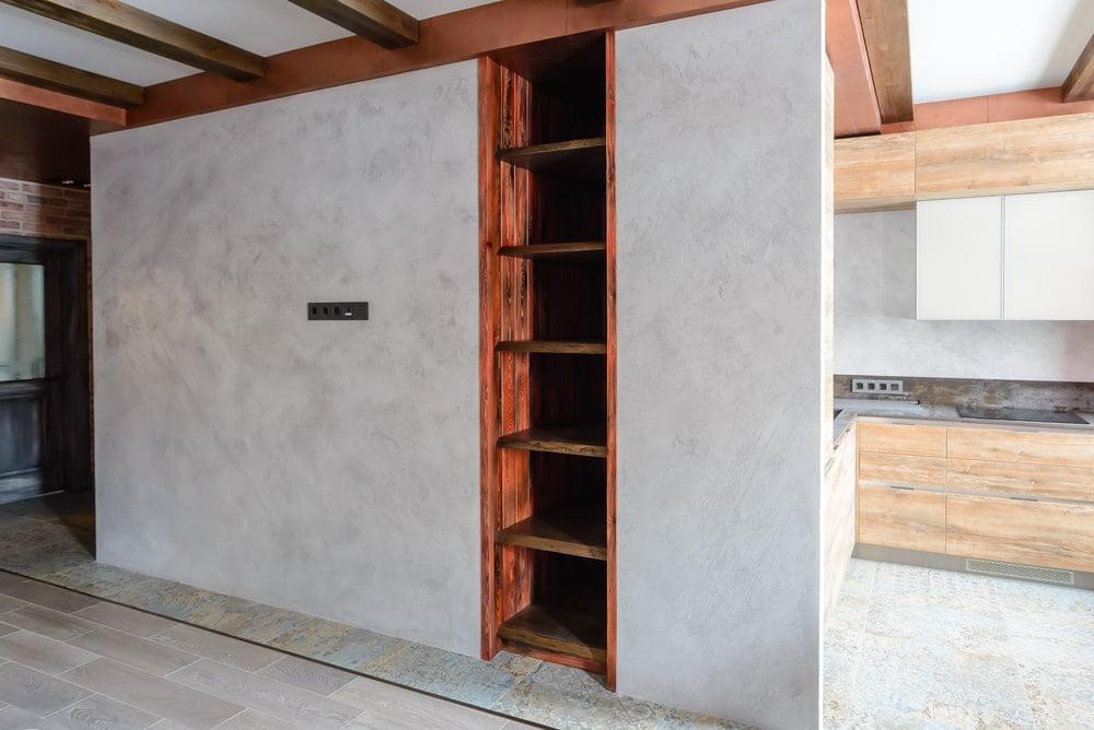 Встроенный стеллаж из массива сосны в стиле лофт