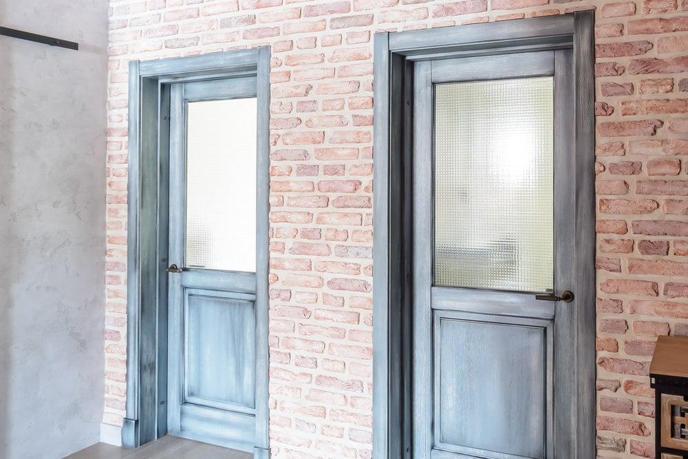 Межкомнатные двери из массива дуба в стиле лофт