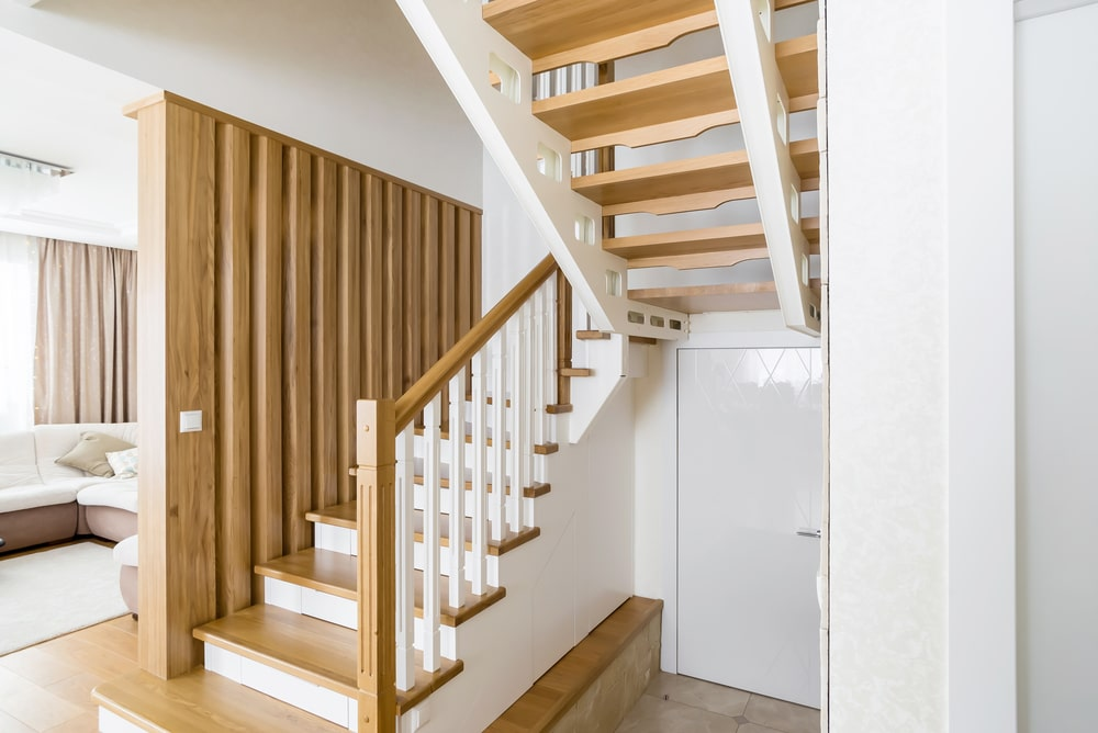 Отделка металлического каркаса лестницы