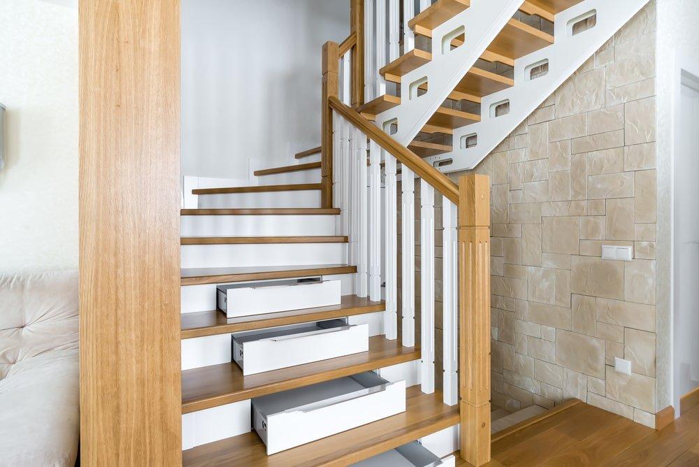 Лестница со встроенным шкафом и ящиками