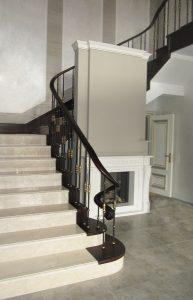 Гнутый поручень для мраморной лестницы