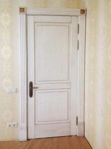 Двери из массива с патиной