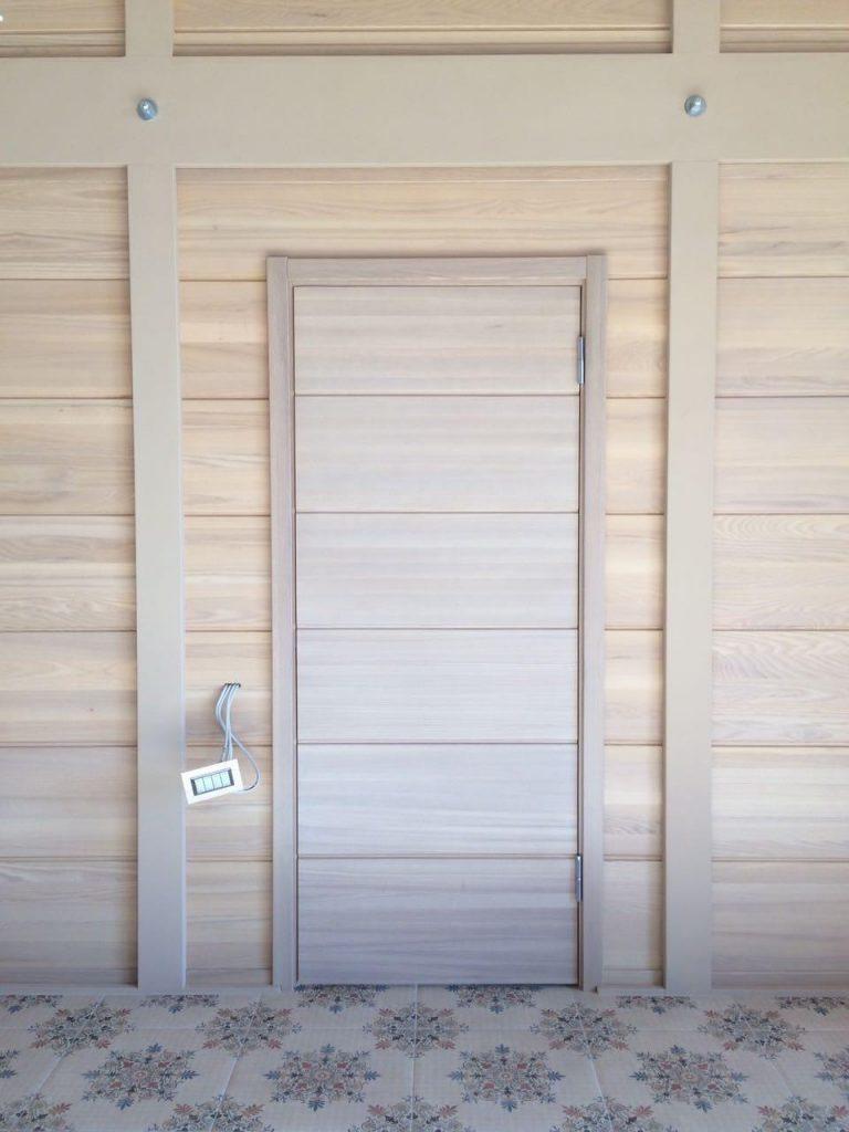 Скрытые межкомнатные двери из массива ясеня