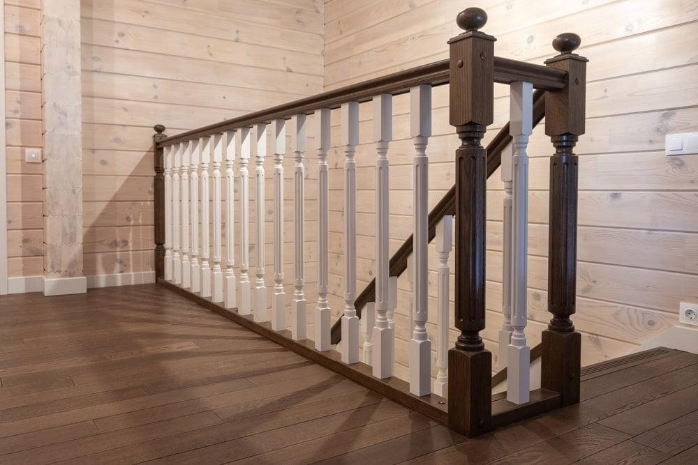 Деревянная лестница со скрытым шкафом
