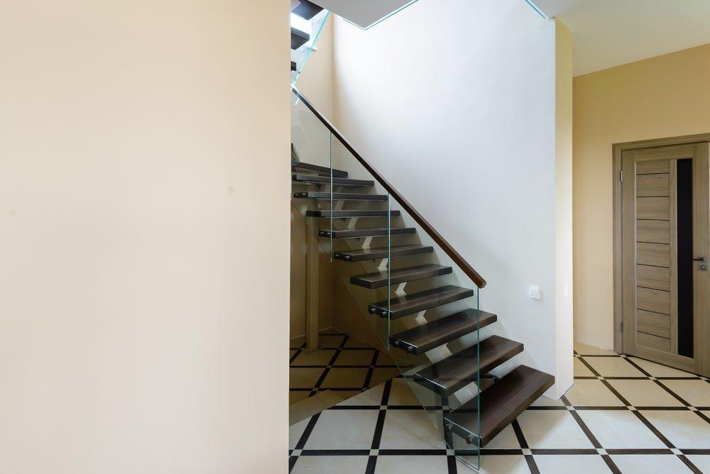 Отделка имеющегося металлического каркаса лестницы