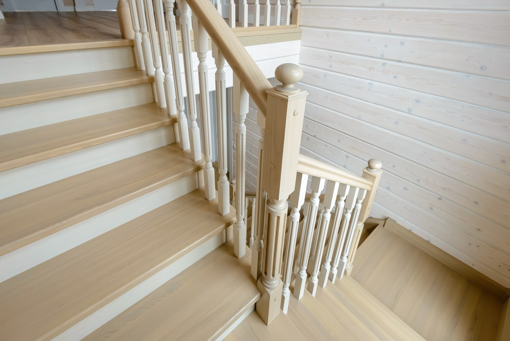 Деревянная самонесущая лестница из ясеня