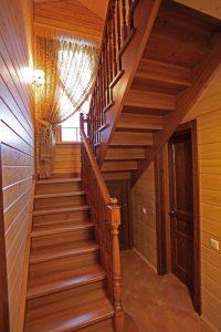 Лестница из сосны и лиственницы